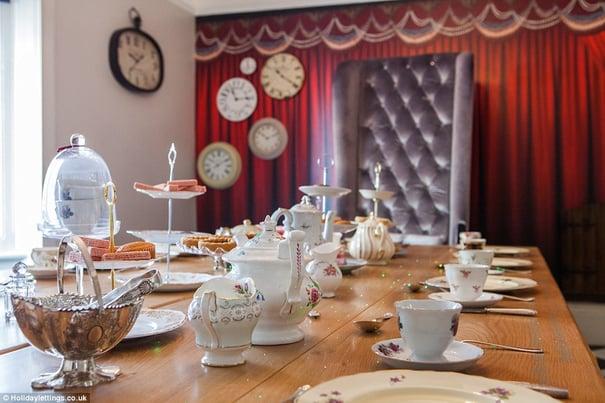 Alice_In_Wonderland_Themed_Hotel_Brighton_England_2.jpg