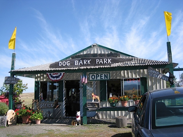 Dog_Bark_Park_Inn_Dog_Hotel_Idaho.jpg