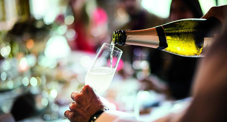 Weird_ways_to_open_champagne_banner
